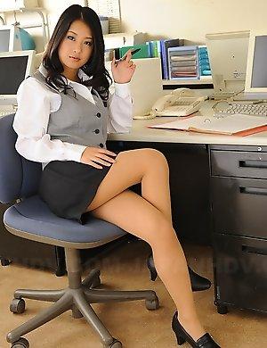 japanese,office,pantyhose,satomi suzuki,secretary,upskirt,
