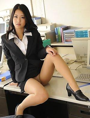 japanese,office,pantyhose,satomi suzuki,secretary,solo,upskirt,